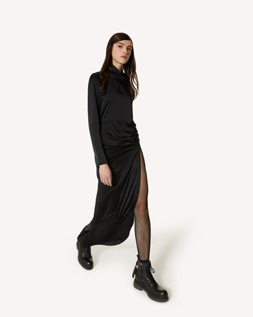 REDValentino The Black Tag。<br>- 垂顺缎面连衣裙